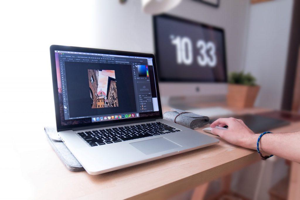 Jaki laptop kupić? Cechy dobrych sprzętów